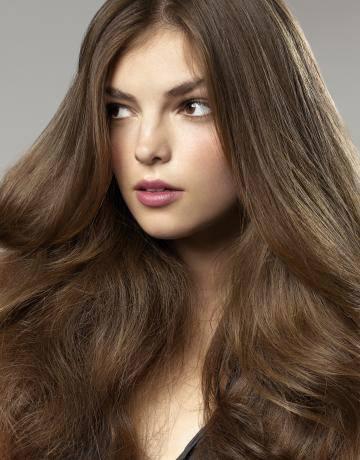 Ореховый светло-каштановый цвет волос